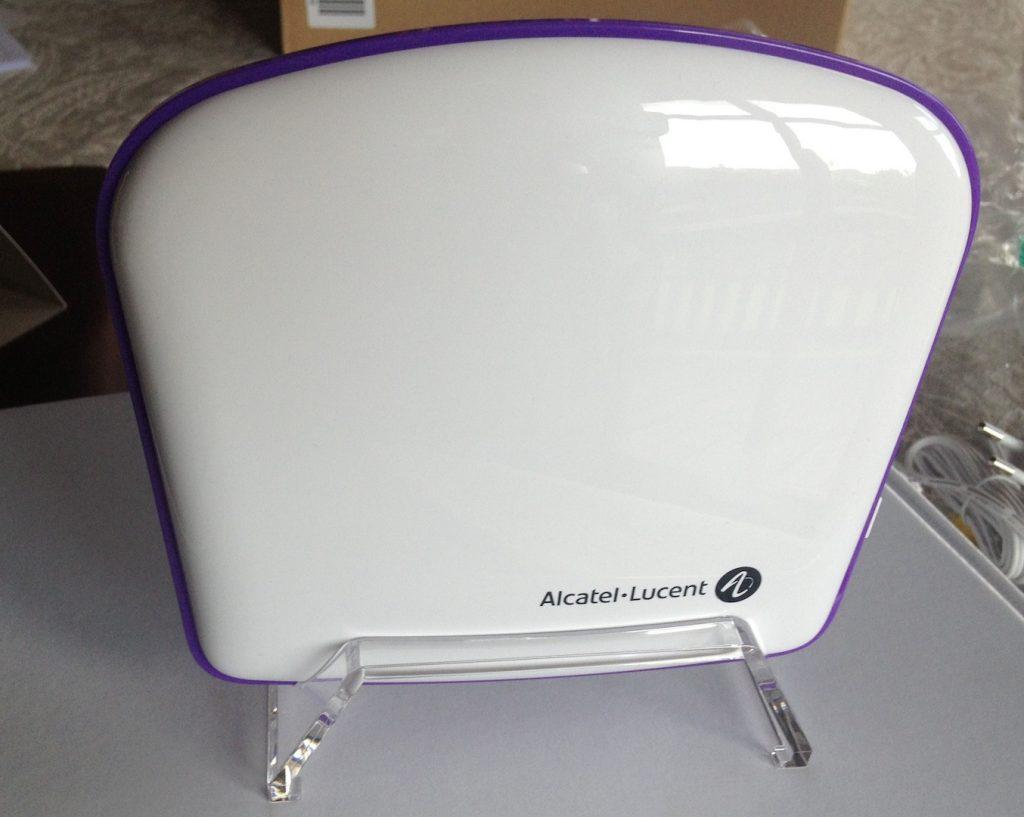 o2 Signal Box von vorne auf mitgelieferten Ständer